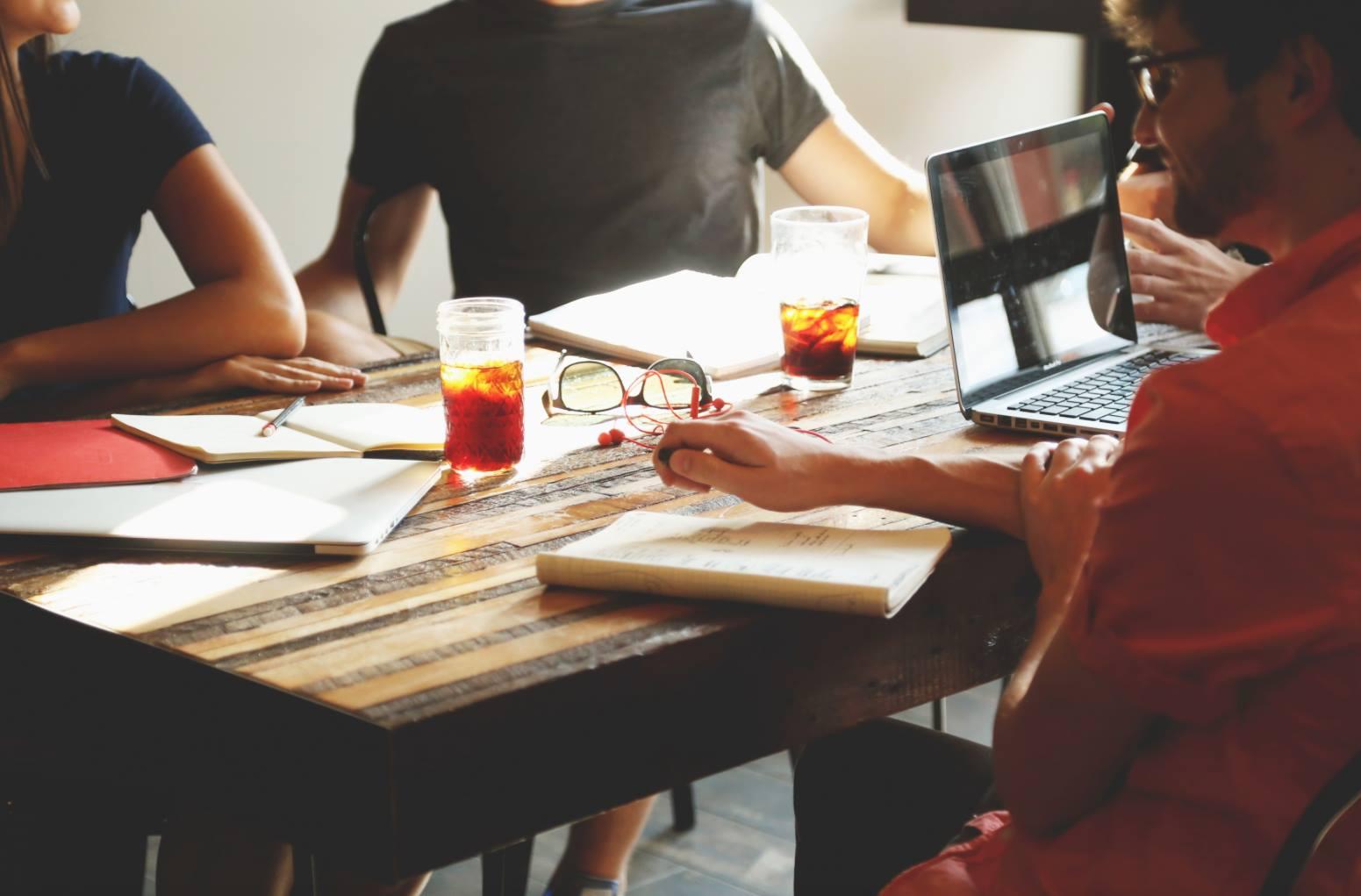 Kick off meeting-significado y ejemplos prácticos