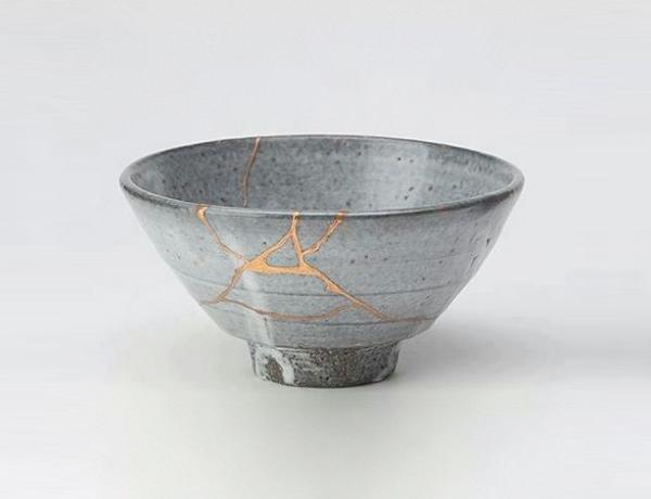Bol reparado con la técnica kintsukuroi